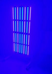 niebieskie światło lampy